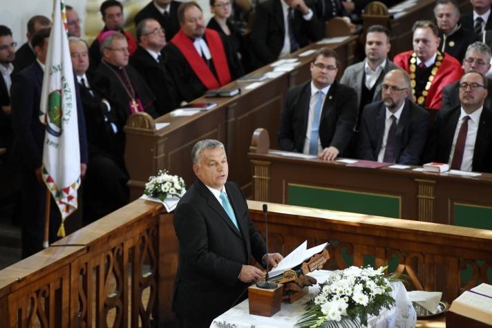 Orbán Viktor kormányfő a nagyváradi Partiumi Keresztény Egyetem (PKE) hétfői tanévnyitóján
