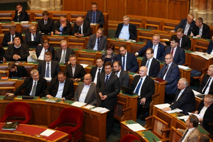A Soros-terv létét vitatja a baloldal – fogalmazott Gulyás Gergely napirend előtti felszólalásában.