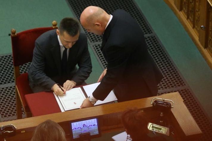 Esküt tett az Országgyűlés előtt Rogán Antal