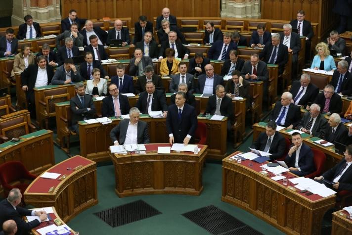 Orbán Viktor az azonnali kérdések órájában hétfőn a Parlamentben.
