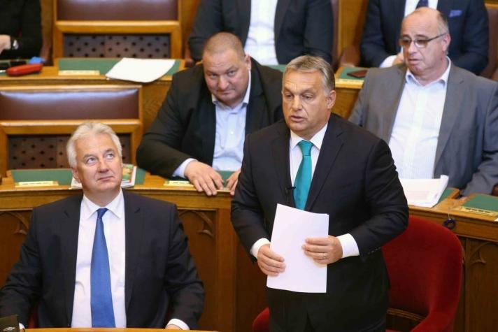 Orbán Viktor a parlamentben az azonnali kérdések órájában.
