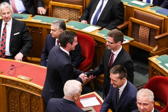 Orbán Viktor miniszterelnök pénteken az Országgyűlésben, ahol bemutatta az új kabinetet.
