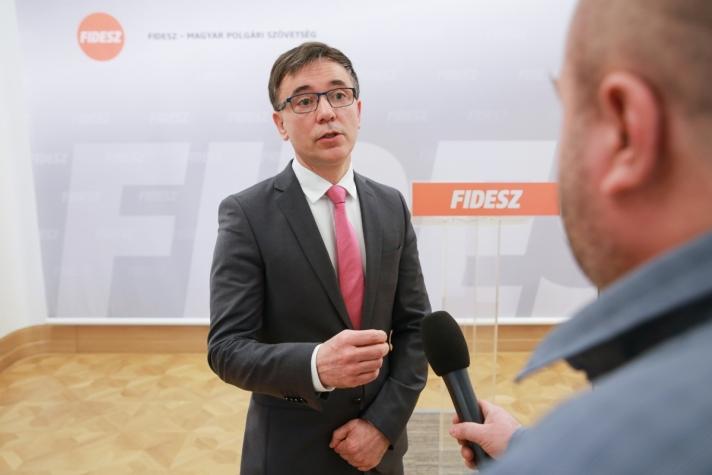 Magyarország újabb védvonalat húz – jelentette ki Puskás Imre.