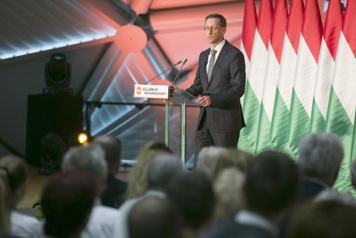 Varga Mihály a Fidesz-frakció nemzeti konzultációt kísérő országjáró rendezvénysorozatának záróeseményén