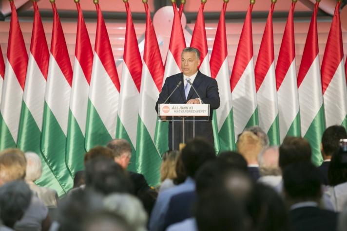 Orbán Viktor : egészen addig, amíg van munkanélküli magyar ember, nem szabad másnak munkát adni.