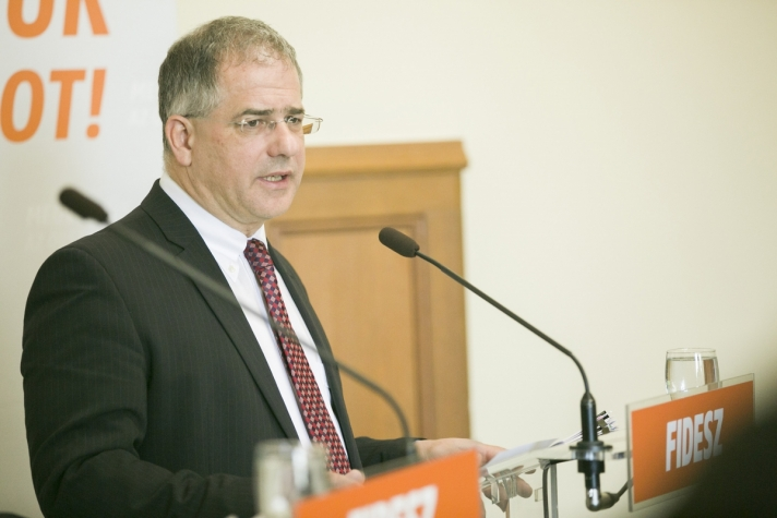 Kósa Lajos a Frakcióinfón: Eddig 1 millió 390 ezer ember vett részt a nemzeti konzultáción