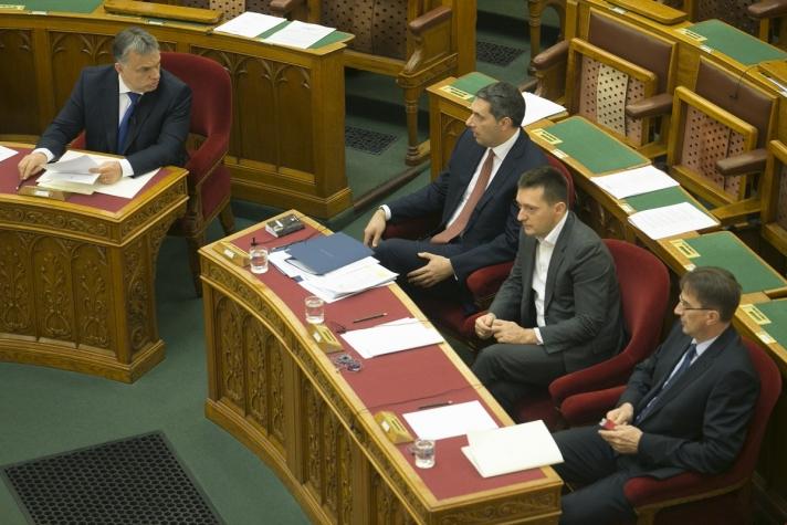 Orbán Viktor az azonnali kérdések órájában hétfőn a Parlamentben