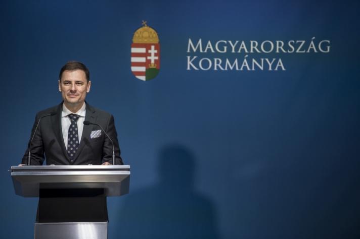 Tuzson Bence a sajtótájékoztatón emlékeztetett, a Soros-tervről szóló nemzeti konzultáció volt a legsikeresebb Magyarország történetében