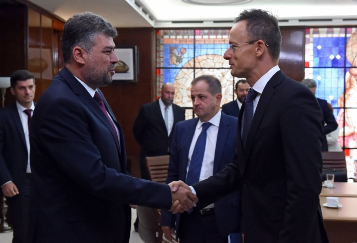 Szijjártó Péter külügyminiszter román tárgyalópartnereivel szerdán Bukarestben.