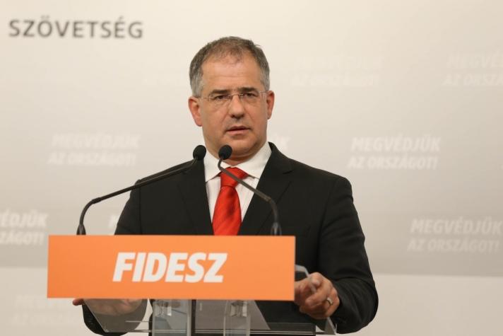 Kósa Lajos szerdai sajtótájékoztatóján
