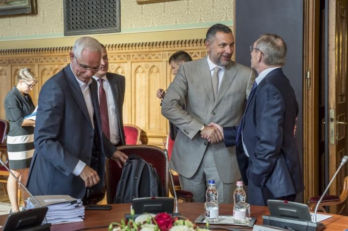 A Lázár János vezette testület első ülésén harmincegy napirendi pont tárgyalásával megkezdte munkáját