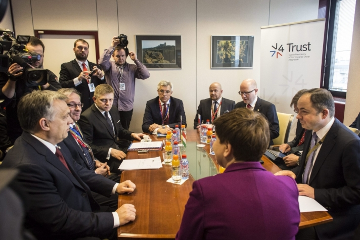 Orbán Viktor hétfőn az uniós és török vezetők rendkívüli brüsszeli csúcstalálkozója előtt