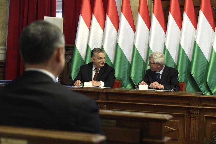 Orbán Viktor a polgármesterrel tartott sajtótájékoztatón emlékeztetett rá, Hódmezővásárhelyen 1990 óta minden választáson a polgári, nemzeti, keresztény oldal jelöltjei kaptak bizalmat.