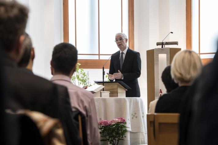 Orbán Viktor miniszterelnök vasárnap Budapesten, a németajkú református egyházközség Hold utcai templomában